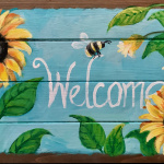 E25  Bee Welcome Sign on Pallet Board